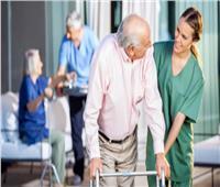 دور المسنين.. الاكتفاء بالهاتف للاطمئنان على الرعايا بسبب كورونا