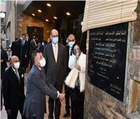 رئيس جامعة عين شمس يفتتح مسرح كلية البنات بعد تجديده .. صور