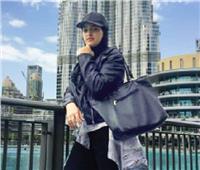 ليندا «الرحالة».. زارت 15 دولة في عام ونصف