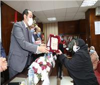 نائب محافظ المنوفية يشهد تكريم الأمهات المثاليات بجمعية الهلال الأحمر