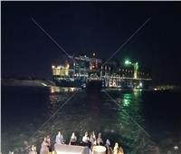 من جديد.. بدء محاولة سحب السفينة الجانحة | فيديو وصور
