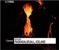 بالفيديو| حمم بركانية تكتسح واديًا في أيسلندا وتجتذب عددًا من المتفرجين