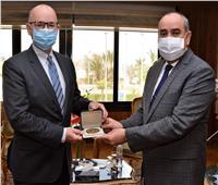 وزير الطيرانيلتقي سفير كندا بالقاهرة لبحث سبل التعاون المشترك
