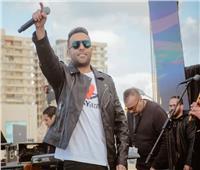 تامر عاشور يتألق فى حفل «تجارة جامعة بالإسكندرية».. صور