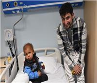 الفنان العالمي أمير المصري يشيد بالمنظومة الطبية بمستشفي الأطفال بالصعيد