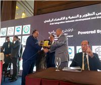 مجلس الوحدة الاقتصادية العربية يكرم الكاتب الصحفي أحمد جلال