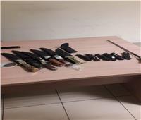ضبط 13 خنجرا ومطواة بحيازة راكبين في مطار القاهرة