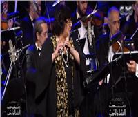 شاهد وزيرة الثقافة تعزف مقطوعات موسيقية عالمية بالأوبرا.. فيديو