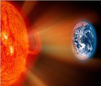 تحذيرات من عاصفة شمسية تعطل شبكات الكهرباء بالأرض  صور