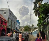 بعد خمول 42 سنة.. إجلاء الآلاف في جنوب الكاريبي بسبب «بركان» صور وفيديو