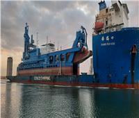 قناة السويس تشهد عبور السفينة الحاملة للكراكة «مهاب مميش»
