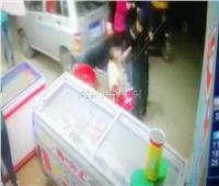 أمن القاهرة يكثف جهوده لضبط طفل يقود سيارة ويدهس رجلاً وزوجته بالشارع