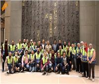 مشرف عام المتحف الكبير يجتمع مع فريق عمل قاعة الملك توت عنخ آمون