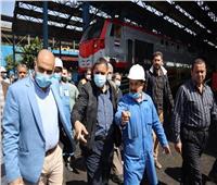 رئيس هيئة السكة الحديد يتفقد ورش الفرز بالقاهرة