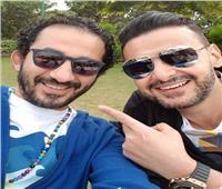 أجن صحابي.. أحمد حلمي يهنئ رامز جلال بـ«رامز عقله طار»