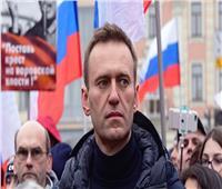 مقربون من المعارض الروسي نافالني يخشون إصابته بسكتة قلبية