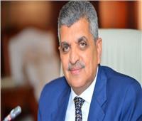 رئيس هيئة قناة السويس: اتفقنا على تصنيع 5 قاطرات بقوة شد 400 طن