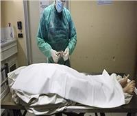 الطب الشرعي والمعمل الجنائي يعدان تقريرا عن مقتل ربة منزل داخل فيلاتها