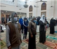 رواد مساجد «شمال سيناء» ملتزمون بالإجراءات الوقائية خلال صلاة التراويح