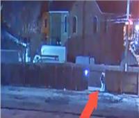 مشاهد قاسية لمقتل مراهق على يد شرطي أمريكي.. فيديو