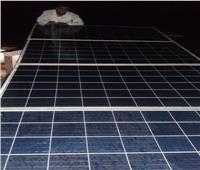 متابعة صيانة ألواح الطاقة الشمسية بـ«العلاقي» فى أسوان