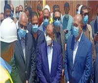 وزير التنمية المحلية يتفقد محطة الصرف الصحي بمركز أطفيح   صور