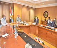 «لجنة كورونا» بأسيوط تشدد على تطبيق الإجراءات الاحترازية ومعاقبة المخالفين