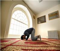 هل يجوز للموظف الجمع بين الصلوات في المنزل؟.. «الإفتاء» تجيب