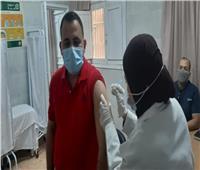 عميد كلية تربية جامعة أسيوط يتلقى لقاح فيروس كورونا