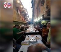 صور وفيديو| أهالي الزاوية الحمراء يحيون عادتهم السنوية بعمل أكبر إفطار جماعى