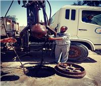 استخراج مخلفات حيوانية أثناء تطهير شبكة صرف صحي في القنطرة شرق   صور