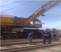 جهود مكثفة لرفع أثار حادث خروج جرار قطار «طنطا - دمياط» عن القضبان