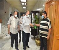 محافظ أسيوط يعقد اجتماعًا مع مديري المستشفيات المركزية والعامة والحميات
