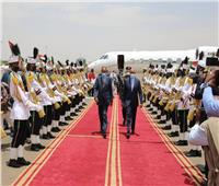 الرئيس الإريتري يصل الخرطوم ويلتقي بالبرهان وحمدوك