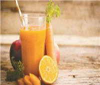 يعزز مناعة الجسم.. فوائد عديدة لعصير التفاح والبرتقال والجزر