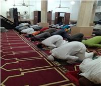 رواد المساجد يشيدون بالإجراءات الاحترازية خلال صلاة التراويح بكفر الشيخ