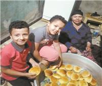 «لصناعة كعك العيد».. قبطية توزع ألبان ماشيتها على المسلمين فى المنيا