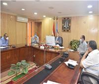 محافظ أسيوط يطمئن رئيس الوزراء على الوضع الصحي وتوافر السلع التموينية