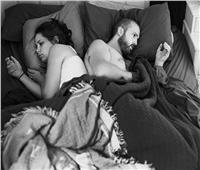 سيدة تطلب الطلاق لأن «زوجها ينام وظهره لها»