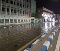 انفجار خط مياه يغرق شارع الجلاء الرئيس في السويس