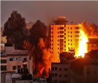 طيران الاحتلال يستهدف أكبر أبراج قطاع غزة السكنية.. فيديو وصور