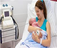سر بكاء الأم بعد الولادة