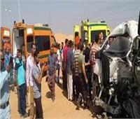 مصرع٥ وإصابة ١٦ في تصادم مروع بين سيارتين على طريق سوهاج البحر الأحمر