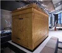 إعادة تركيب المقصورة الثالثة للملك توت عنخ آمون بالمتحف الكبير