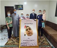 «الصحة» تقدم هدايا الرئيس السيسي لشهداء الأطقم الطبية بمناسبة عيدالفطر   صور