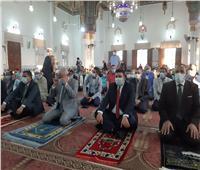 محافظ السويس والقنصل السعودي يؤديان صلاة العيد بمسجد بدر