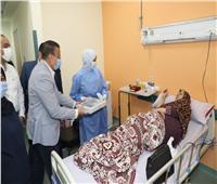 محافـظ المنوفية يقدم كحك العيد هدية لمصابي كورونا والأطقم الطبية