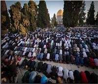 المسلمون يؤدون صلاة العيد.. و100 ألف فلسطيني في «الأقصى»