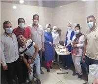 هدايا وحلوى لمرضى «كورونا» بمستشفى سوهاج العام بمناسبة العيد
