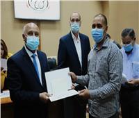 «والله لأحضر فرح بنتك».. وزير النقل يلبي دعوة قائد قطار أسوان | خاص